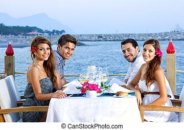 海岸, 2組のカップル, 夕食, 持つこと, 幸せ