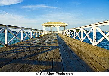 海, 木製の橋