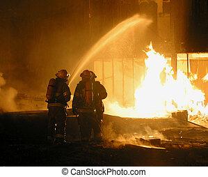消防隊員, 正在工作