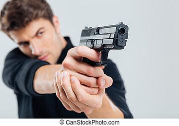 深刻, 若者, 地位, そして, 狙いを定める, ∥で∥, 銃