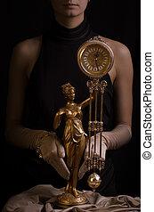 深棕色, 圖片, ......的, a, 美麗, 女孩, 由于, 古董, 鐘