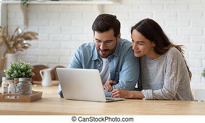 混ぜられた, 作成, online., 幸せ, 購入, 結婚されている, レース, 若い, 配偶者