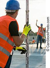 測量技師, 建築現場