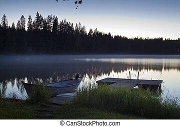 湖, ボート, 突堤, そして, アシ