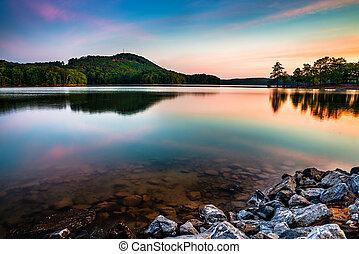 湖, allatoona, 在, 紅的頂端, 山, 說明公園, 北方, ......的, 亞特蘭大, 在, 日出