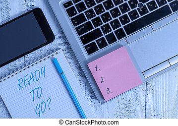 準備, 木制, 他, 如果, 事務, 顯示, 桌子。, question., showcasing, smartphone, 寫, 筆記, 或者, 包裝, 黏性, 相片, 去, notepad, 准備好, 膝上型, 有人, 事情, 被統治, 他的, 要求
