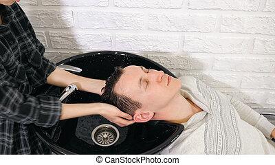 準備, haircut., 洗浄, 人, 頭, 毛, 理髪師, 理髪店