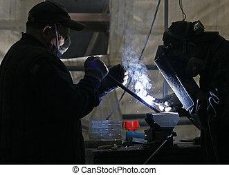溶接工, 工場