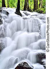 滝, 滝のように流れ落ちる