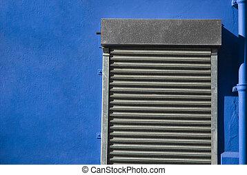 滾柱, 快門, 門, 在, 藍色的牆