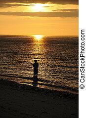 漁夫, 黑色半面畫像, sunset.