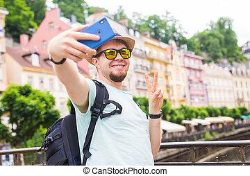 漂亮, 人, 拿, selfie, 由于, 流動, 聰明, 電話, 照像機, 在, 歐洲, city., 假期, 旅行, 以及, 假期, concept.