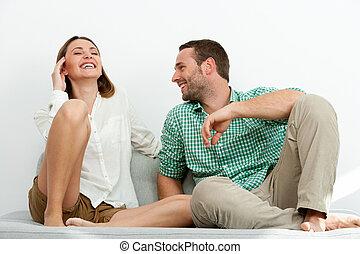 漂亮, 夫婦, 放松, 上, sofa.