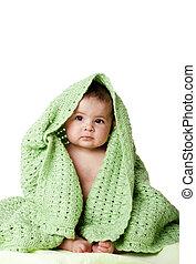 漂亮, 婴儿坐, 在之间, 绿色, blanket.