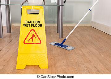 潮湿, 扫荡, 签署, 地板