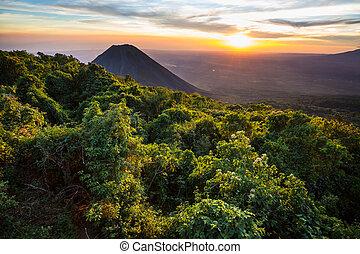 火山, サルバドール