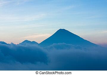 火山, guatemala, 雲, の上