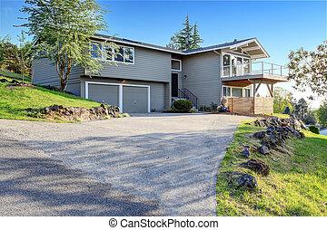 灰色, 物語, 家, 2, driveway., コンクリート, 下見張り, 外面