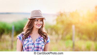 点検された ワイシャツ, 自然, 日当たりが良い, 緑の帽子, 庭師