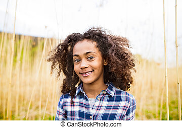 点検された ワイシャツ, african american, field., 屋外で, 女の子