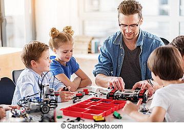 点検, コンストラクター, 朗らかである, おもちゃ, テクニカル, 微笑