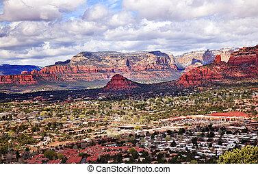 煙突の石, 熊, 山, オレンジ, 赤い岩峡谷, 家, ショッピングモール, 青, 曇った空, 緑の木, 雪, 西, sedona, アリゾナ