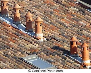 煙突, ポット, タイルを張られた 屋根