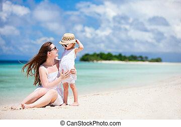 熱帯 浜, 娘, 母