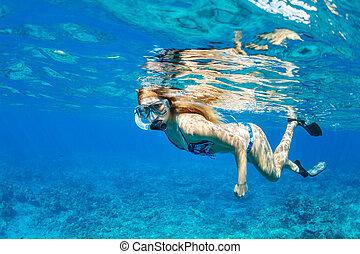 熱帶的婦女, snorkeling, 海洋