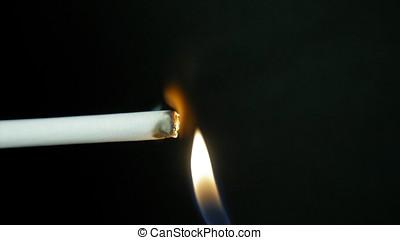 燃燒香煙, 由于, 煙, 上, 黑色, 背景。, 人, ignites, a, cigarette., 抽煙, 慢動作