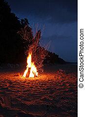 營火, 在海灘上