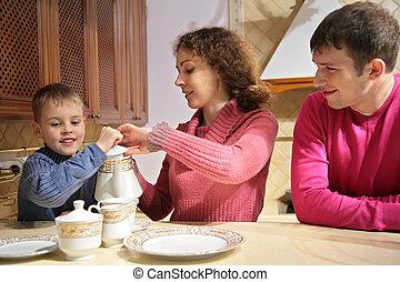 父母, 带, 儿子, 在, 茶