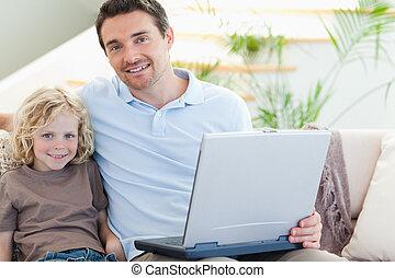 父 と 息子, 上に, ソファー, ∥で∥, ラップトップ