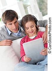 父, 娘, 聞くこと, 音楽