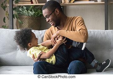 父, 息子, アメリカ人, アフリカ, 家, よちよち歩きの子, 遊び, 幸せ