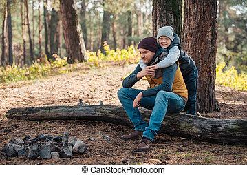 父, 森林, 抱き合う, 息子