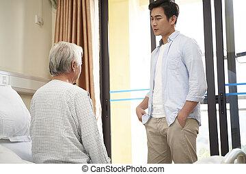父, 病院, 訪問, アジア人, 成人, ∥あるいは∥, 息子, 療養院