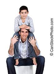 父, 肩, 息子, 坐らせる