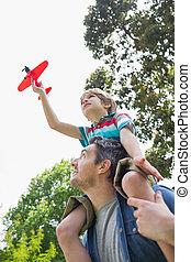 父, 肩, 飛行機, おもちゃ, 男の子のモデル