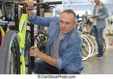 父, 自転車, 選択, 新しい, 微笑, スポーツ, 店, 幸せ