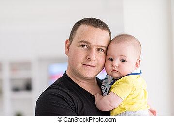 父, 若い, 窓, 保有物の赤ん坊, 家
