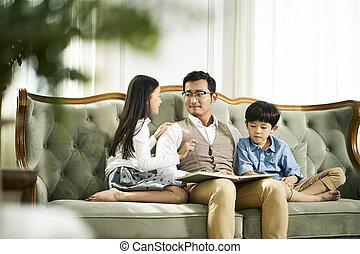 父, 2, 一緒に, 本, アジア人, 読書, 子供