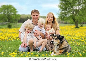 牧草地, 幸せな家族, ペット, 花, 犬