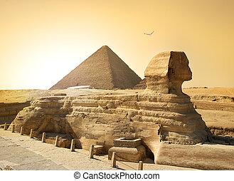 狮身人面像, 同时,, 金字塔