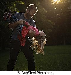 献身的, 円, 父, くるくる回る, 娘, 彼の
