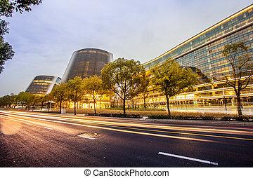 現代, オフィスビル, そして, 交通, 道, 中に, 都市, 都市