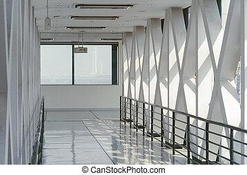 現代, 廊下