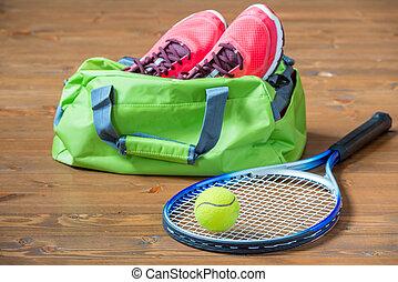 球拍, 以及, 球, 為, 網球, 對准焦點, 上, the, 背景, ......的, 袋子, 由于, 鬼鬼祟祟的人, 在地板上