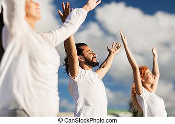 瑜伽, 人們, 組, 在戶外, 鍛煉, 做