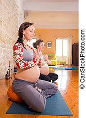 瑜伽, 出生前